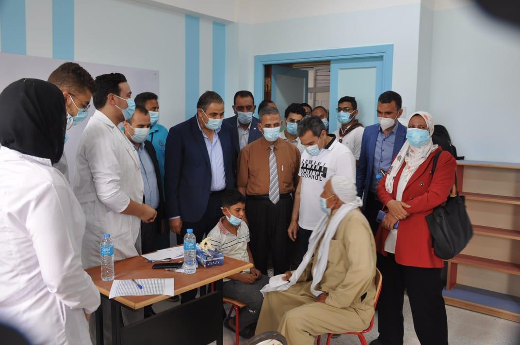 """جامعة كفرالشيخ تطلق قافلة طبية متكاملة إلى قرى مطوبس تنفيذًا للمبادرة الرئاسية """"حياة كريمة"""""""