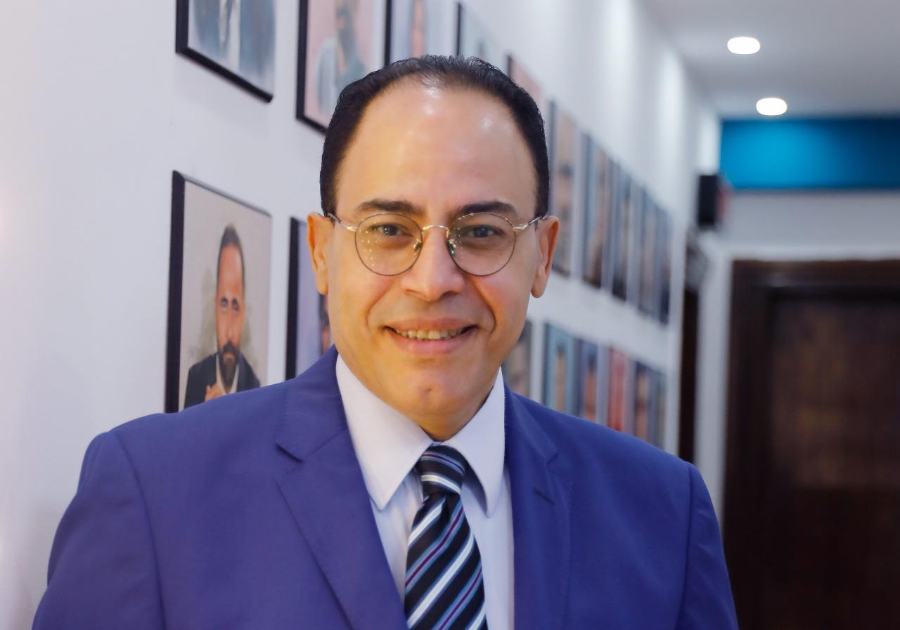 شريف عارف يلتقي مع جمهور معرض بورسعيد للكتاب اليوم