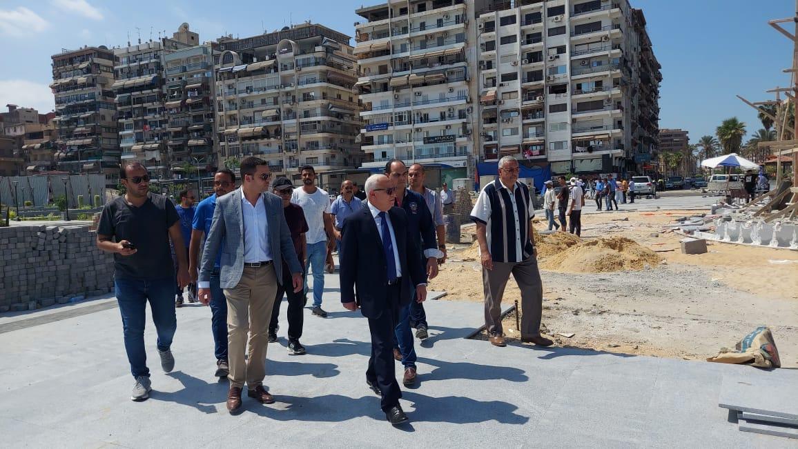 محافظ بورسعيد يتابع الاستعدادات النهائية فى إنشاء مشروع ساحة مصر استعدادا للافتتاح