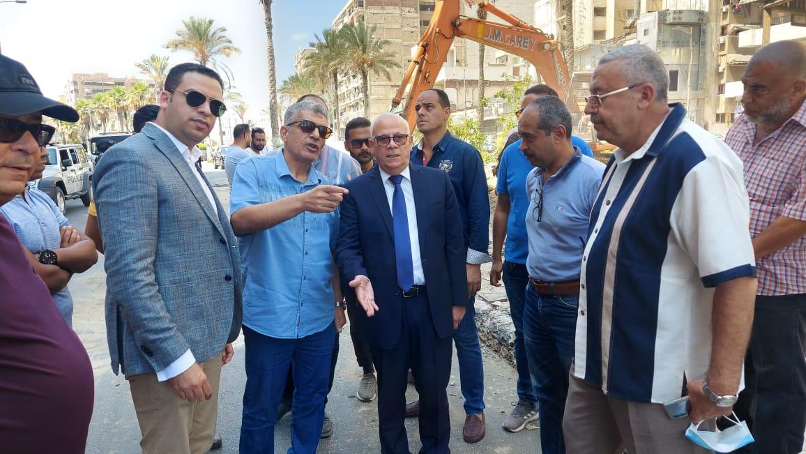 محافظ بورسعيد يتفقد أعمال تطوير شارع ٢٣ يوليو