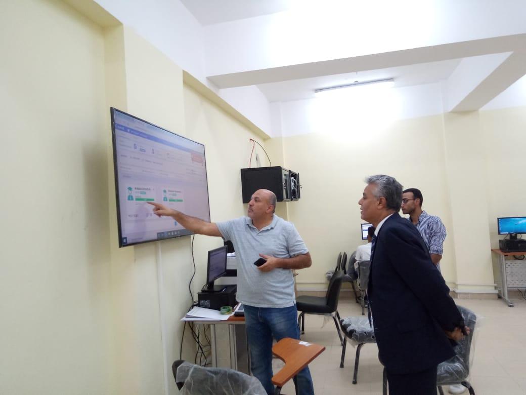 رئيس جامعه جنوب الوادي يتفقد الاختبارات الإلكترونية بفرع الجامعة المصرية للتعلم الالكتروني بقنا