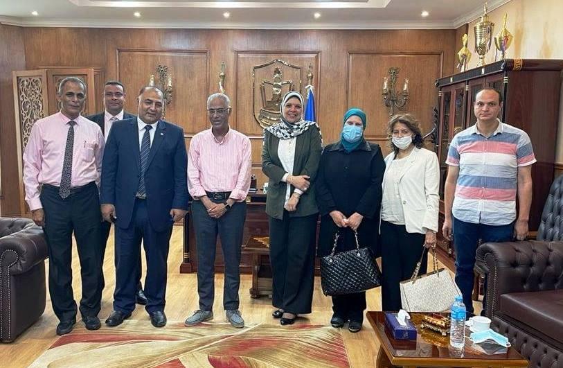 رئيس جامعة بورسعيد يستقبل لجنة قطاع الصيدلة بالمجلس الأعلى للجامعات