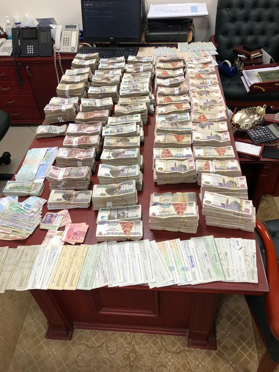ضبط  شخص لقيامه بالإستيلاء على أموال المواطنين بزعم تسفيرهما للعمل بالخارج  في سوهاج