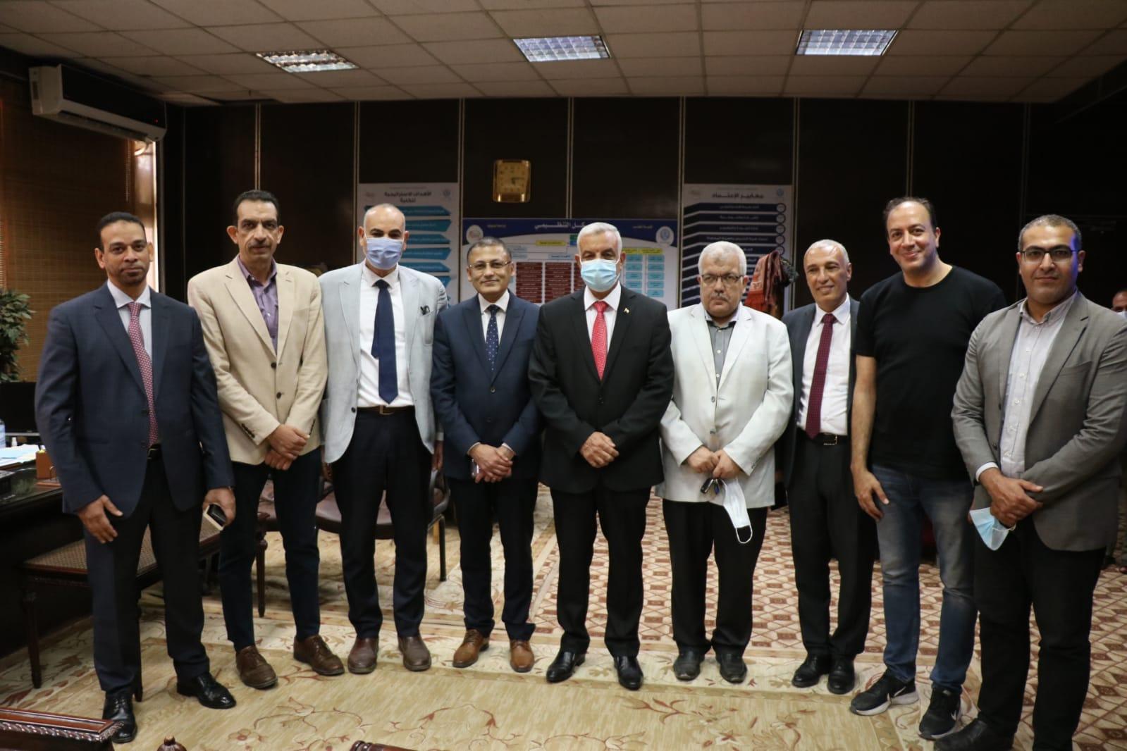 رئيس جامعة المنوفية يتفقد مركز تطعيم مستشفيات جامعة المنوفية