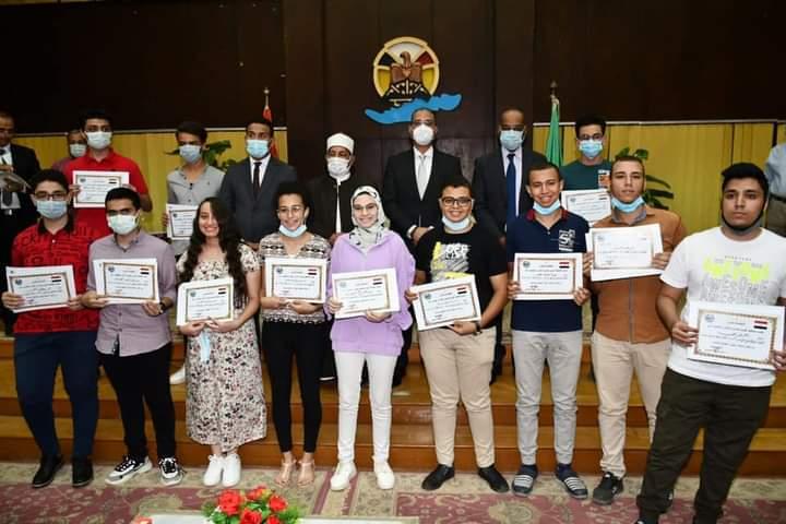 محافظ الفيوم يُكرم أوائل الثانوية العامة والأزهرية من أبناء المحافظة