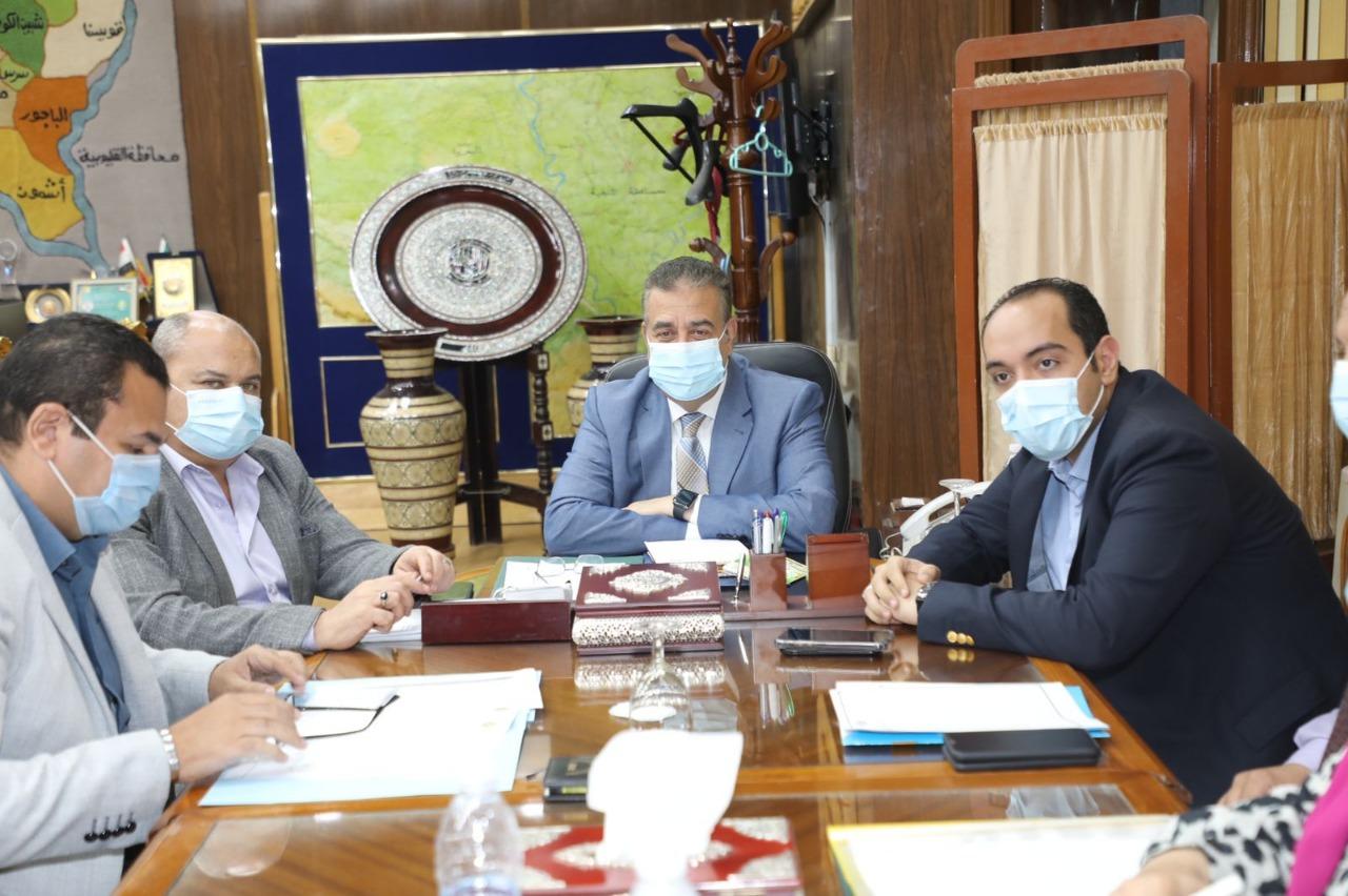 خلال إجتماعه باللجنة العليا لإدارة كورونا