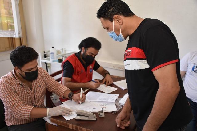 محافظ الشرقية يُتابع سير إنتظام أعمال تطعيم العاملين بديوان المحافظة بلقاح فيروس كورونا المستجد