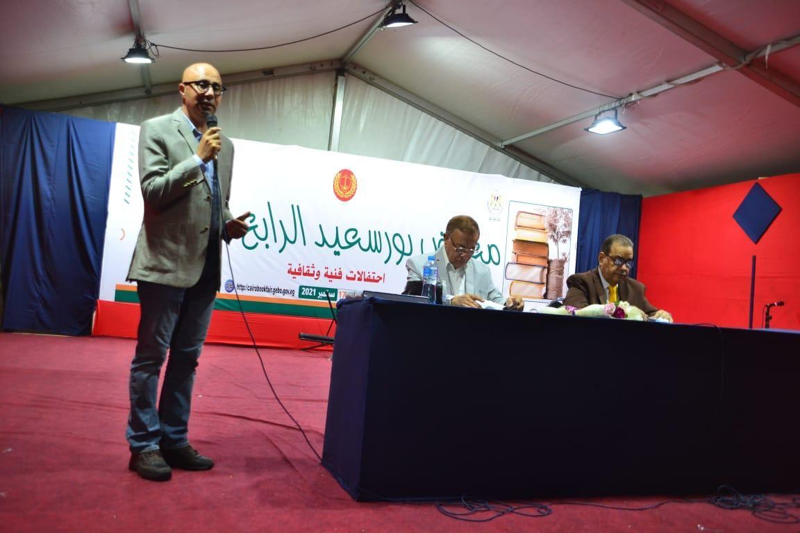 معرض بورسعيد للكتاب يحتفى بمسعد خضير فنان الخط العربي