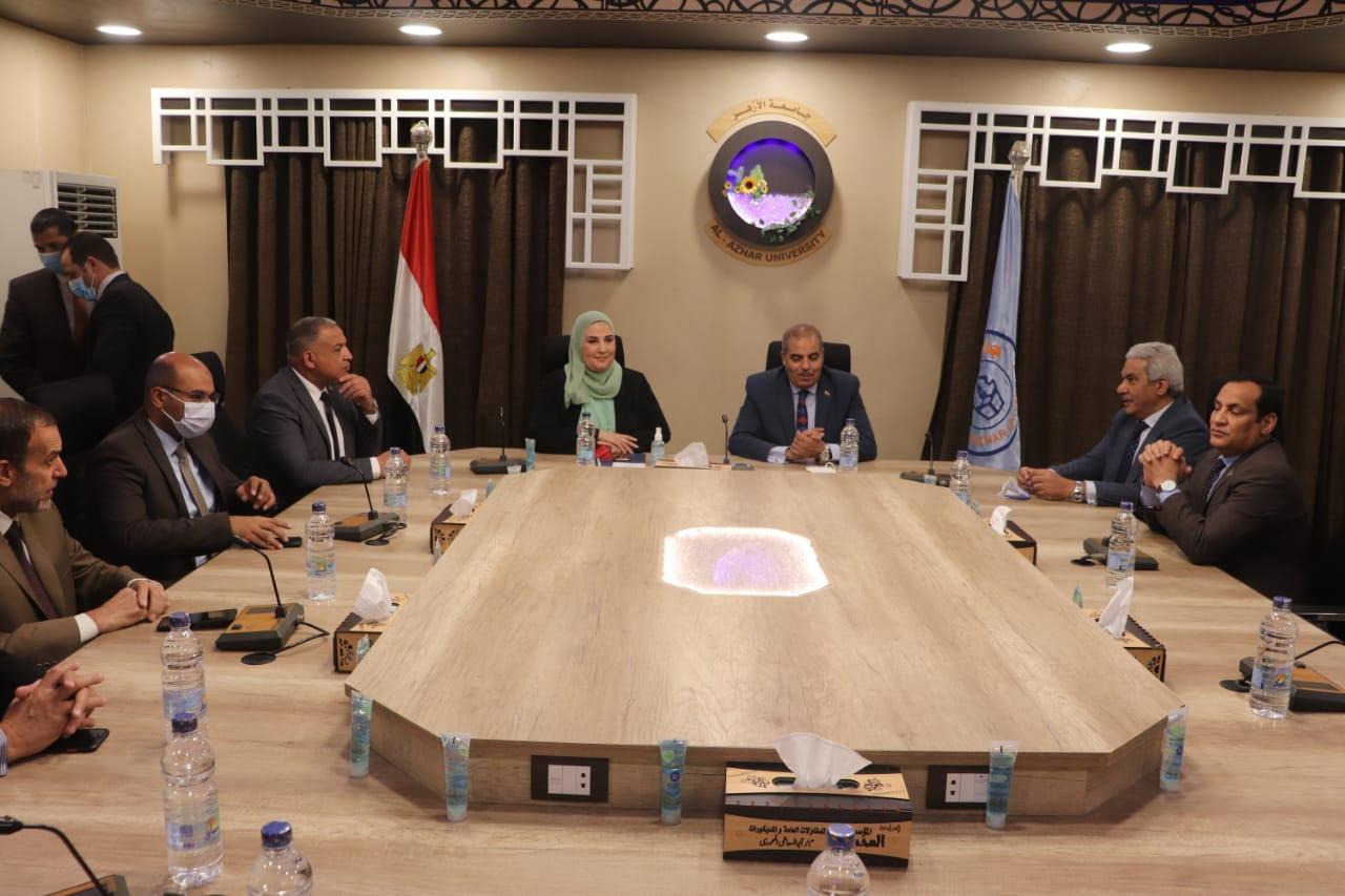 رئيس جامعة الأزهر يؤكد دعم الجامعة لجميع المبادرات الرئاسية التي نادي بها رئيس الجمهورية