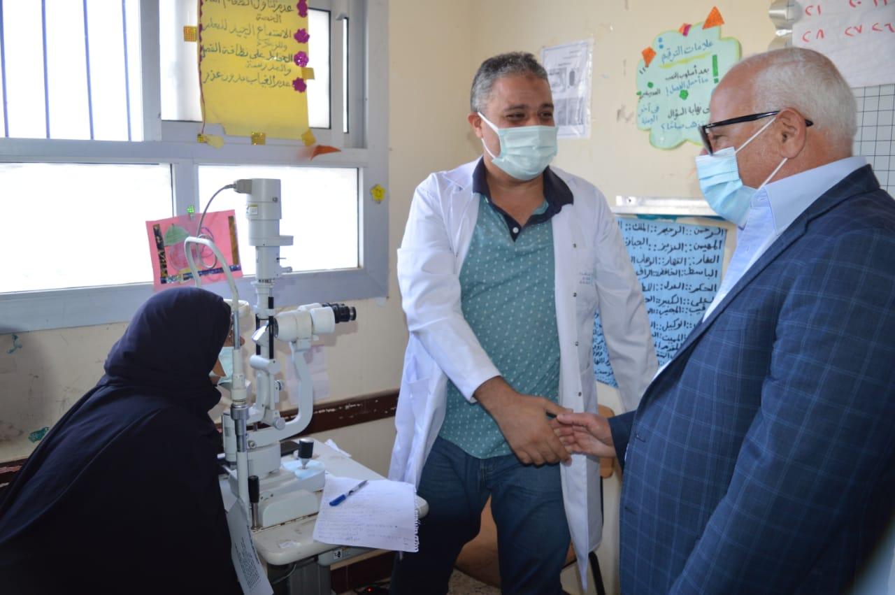 محافظ بورسعيد يشهد انطلاق قافلة طبية بمنطقة «الجزر المراحات» ببحر البقر