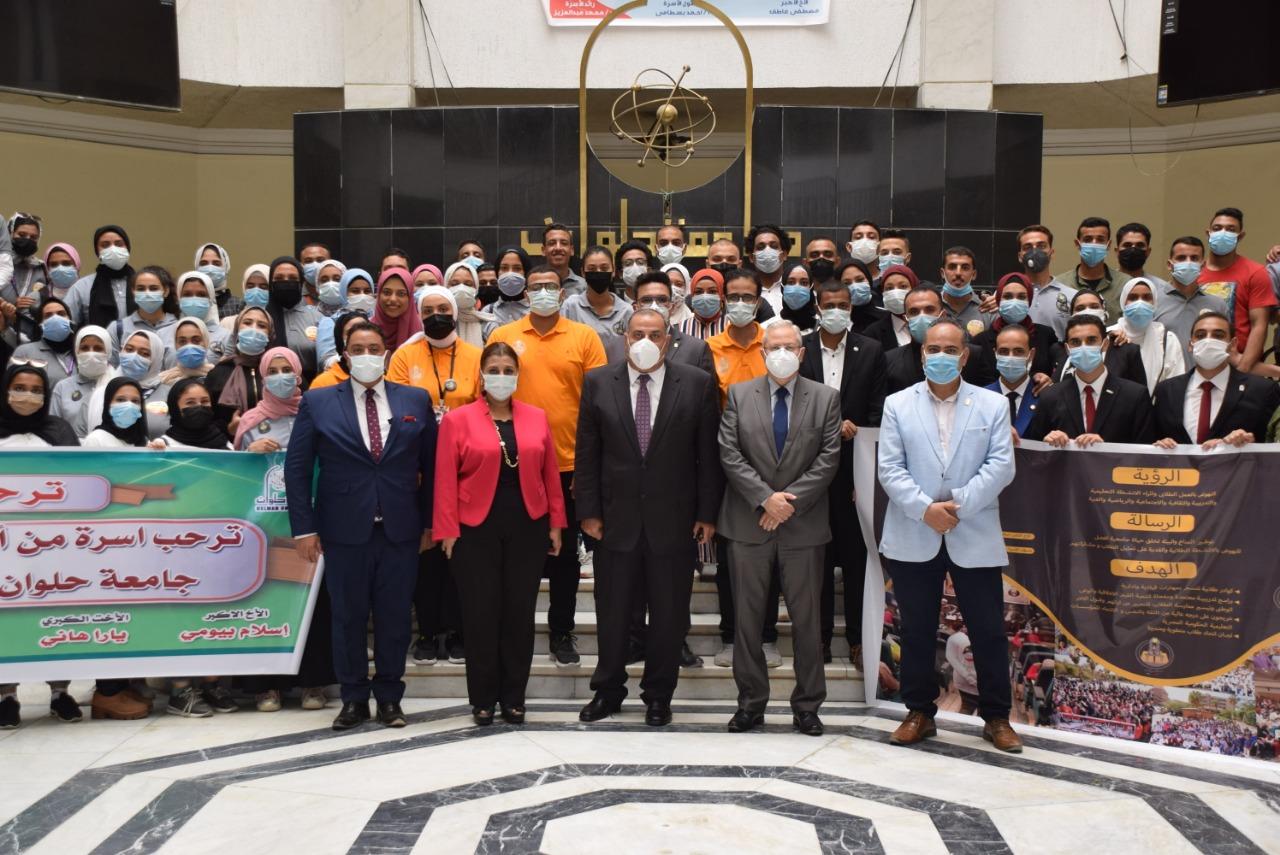 القائم بعمل رئيس جامعة حلوان يؤكد على أهمية الأنشطة الطلابية ودور الأسر والاتحادات