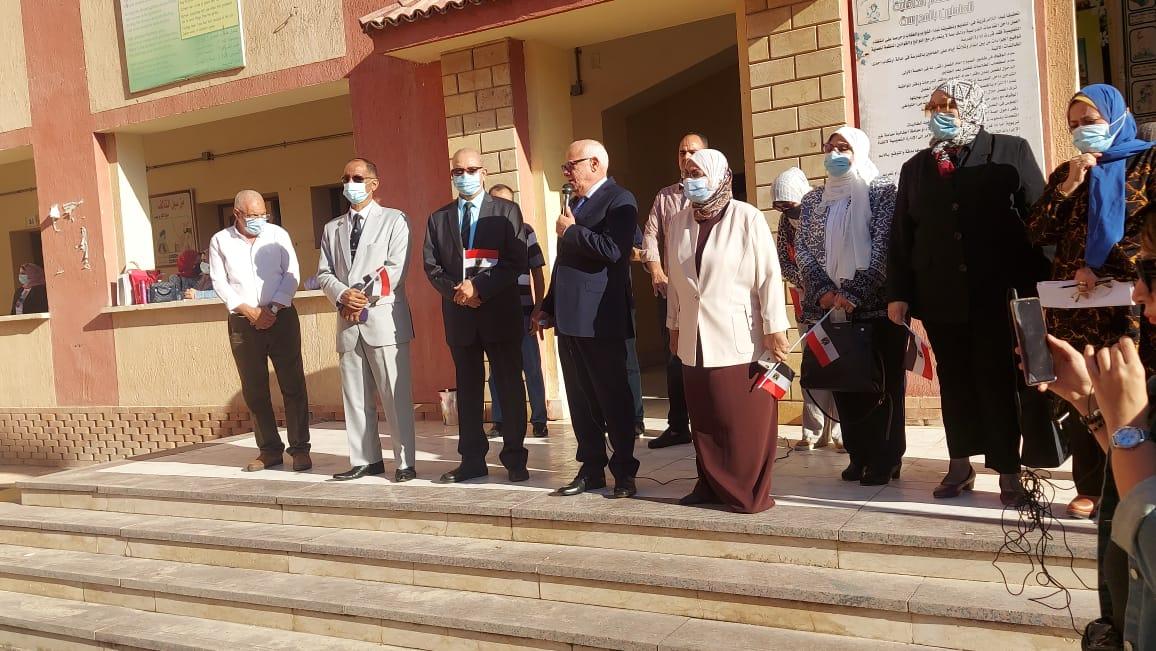 محافظ بورسعيد يشهد طابور الصباح وتحية العلم بـبورسعيد  الثانوية بنات
