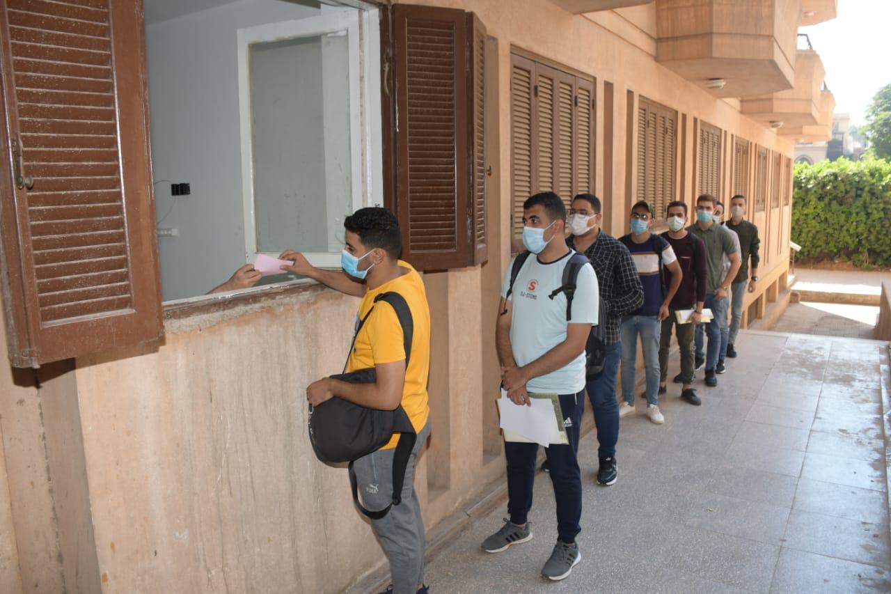 مدن جامعة القاهرة تواصل تسكين الطلاب وسط إجراءات احترازية للوقاية من فيروس كورونا