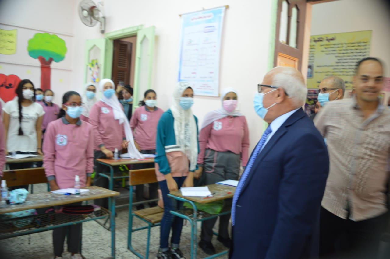 محافظ بورسعيد يشهد طابور الصباح بمدرسة بورسعيد الثانوية العسكرية ويتفقد عددآ من المدارس