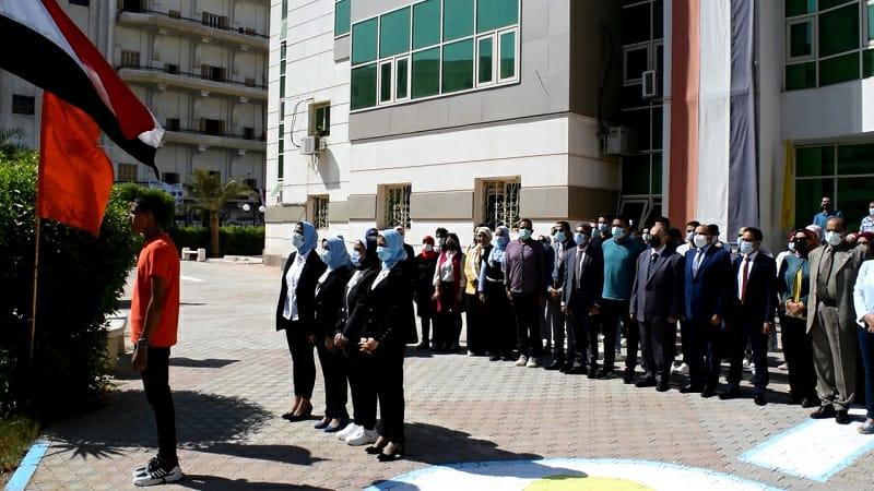 جامعة بنى سويف تبدأ العام الجامعي الجديد بتحية العلم وسط إجراءات احترازية