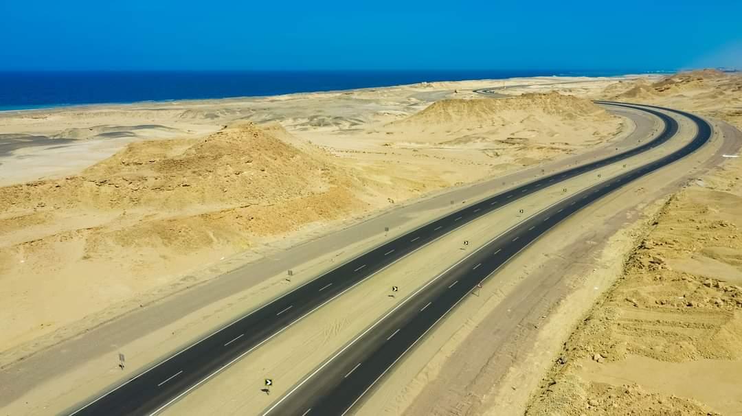 وزير النقل : الانتهاء من تنفيذ مشروع إزدواج  طريق ساحل البحر الأحمر سفاجا/ القصير / مرسى علم بطول 200 كم