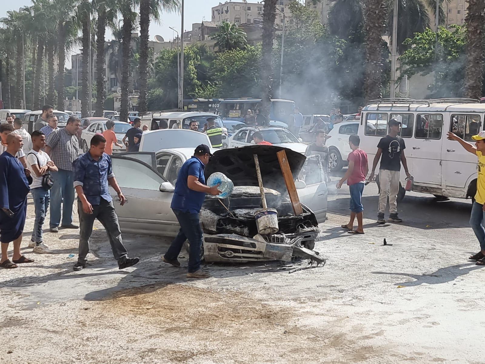 بالصور.. السيطرة علي حريق سيارة ملاكي بالعمرانية