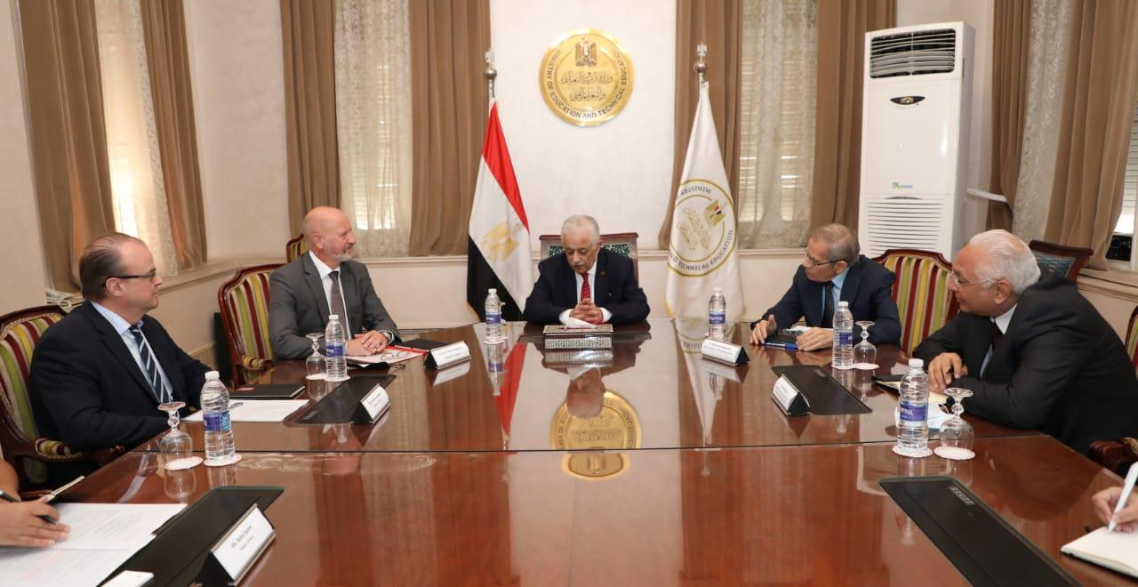 وزير التربية والتعليم يلتقي سفير فنلندا بالقاهرة لبحث سبل التعاون في مجال تطوير التعليم العام والفنى