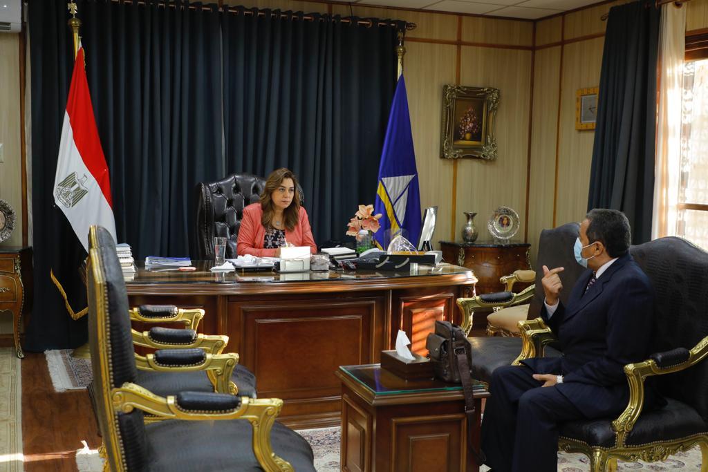 محافظ دمياط تلتقى مع رئيس مجلس إدارة شركة مياه الشرب والصرف الصحى الجديد