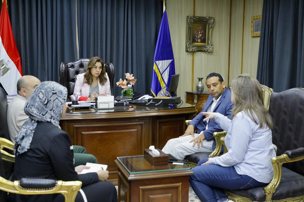 محافظ دمياط تبحث مع اليونيدو سُبل دعم زراعة  القطن ضمن مخطط تطوير الريف المصري بكفر سعد