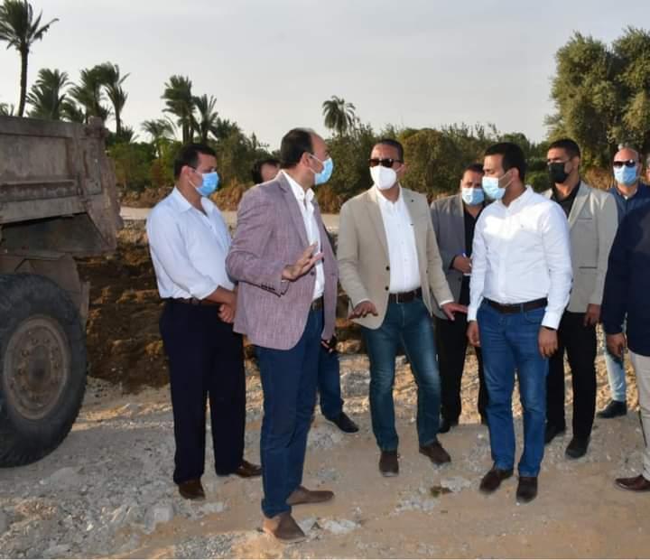 محافظ الفيوم يتفقد الأعمال الانشائية لطريق الربع دائري أبشواي / جبل سعد