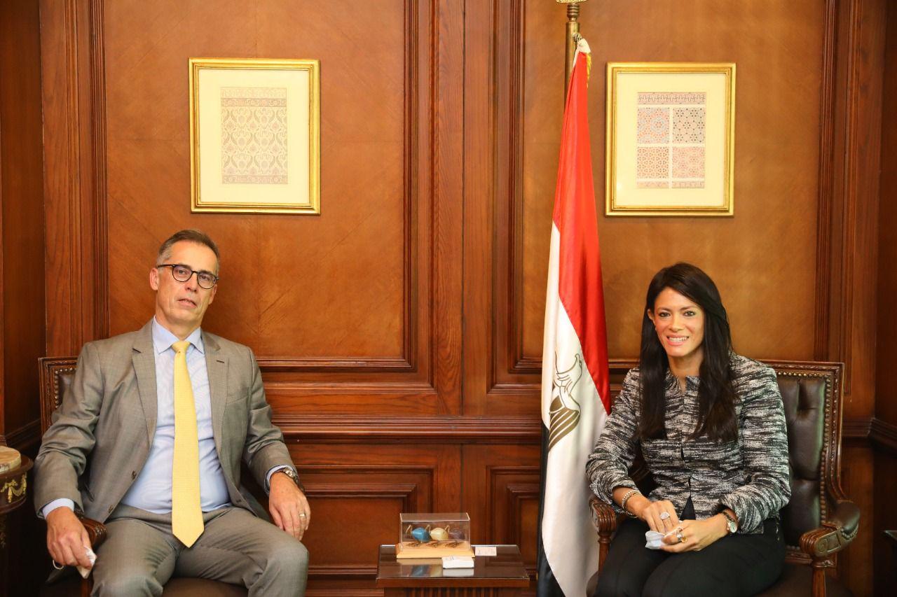 وزيرة التعاون الدولي توجه الشكر للسفير السويسري «بول جارنييه» بمناسبة انتهاء فترة عمله بمصر