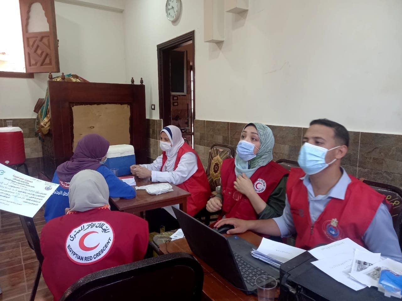 بالتعاون مع جمعية الهلال الأحمر بالمنوفية :  تنظيم حملة للتطعيم ضد فيروس كورونا بمجمع العراقى ببركة السبع