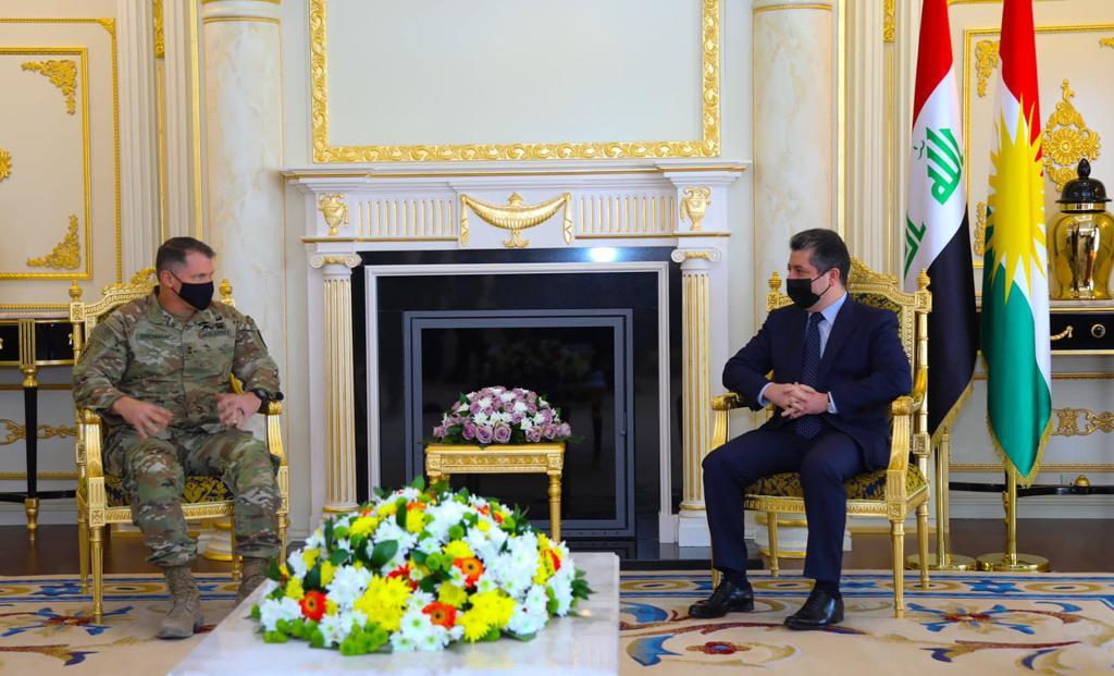 رئيس حكومة كردستان وقائد قوات التحالف يناقشان تعاون البشمركة والجيش العراقي