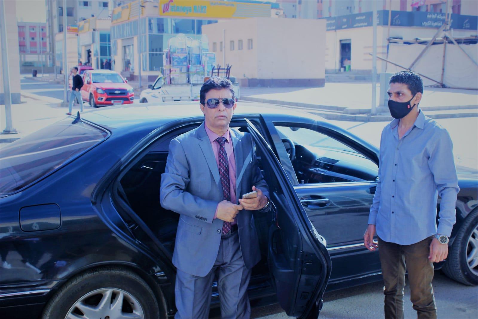 الموسيقار العالمي دكتور أحمد فتحي ملك العود يتفقد حي الأسمرات معجبا بمبادرة حياة كريمة