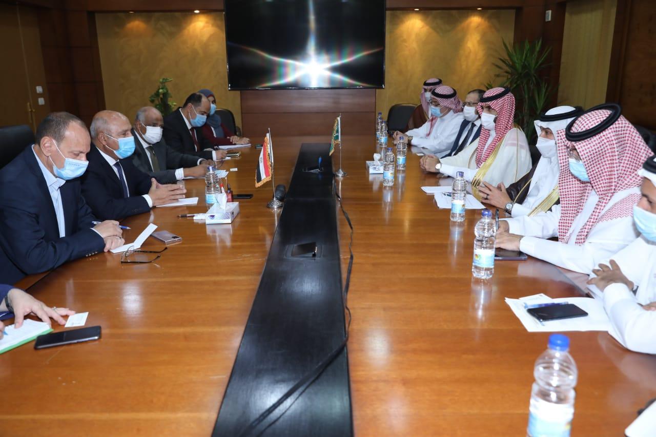 على هامش اجتماعات وزراء النقل العرب وزير النقل يستقبل نظيره السعودي لبحث تدعيم التعاون بين الجانبين في مجالات النقل المختلفة