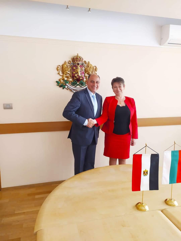 وزيرة الاقتصاد البلغارية تستقبل السفير المصري في صوفيا