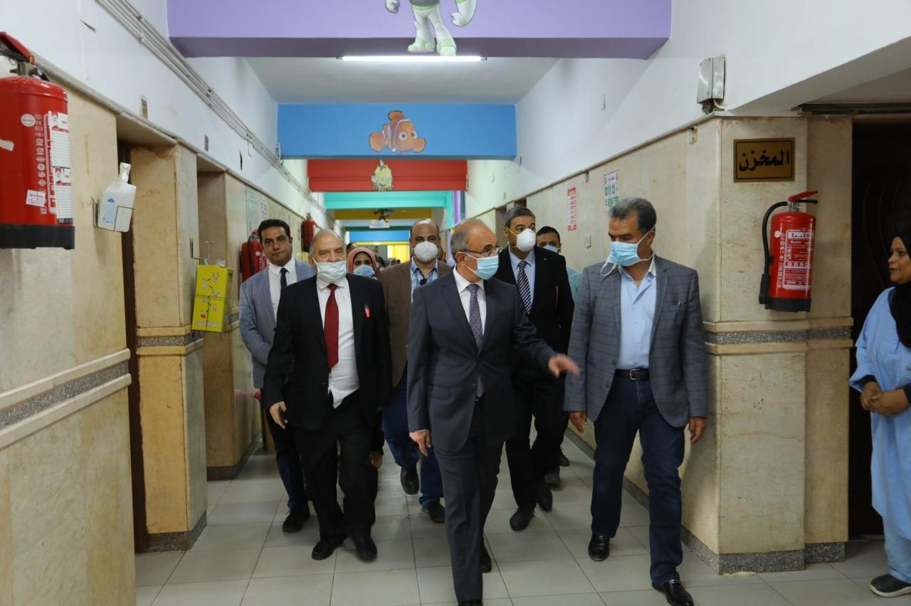 رئيس جامعة الزقازيق يحتفل مع أطفال وحدة الأورام وأمراض الدم بمستشفى الأطفال بالمولد النبوى الشريف
