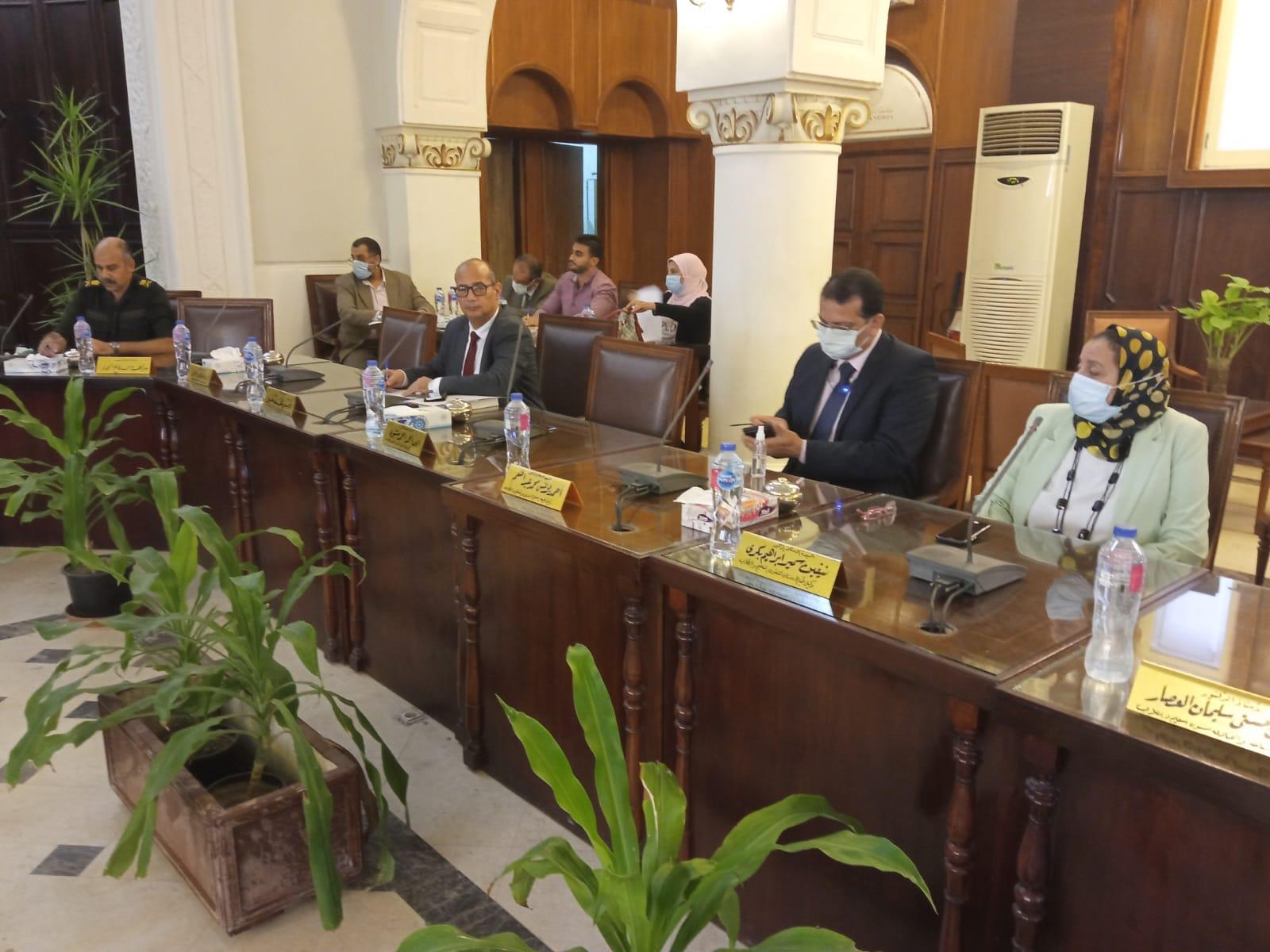 مجلس شئون التعليم والطلاب بجامعة الإسكندرية يوجه بضرورة تلقى اللقاح فى موعد أقصاه ١٤ نوفمبر القادم