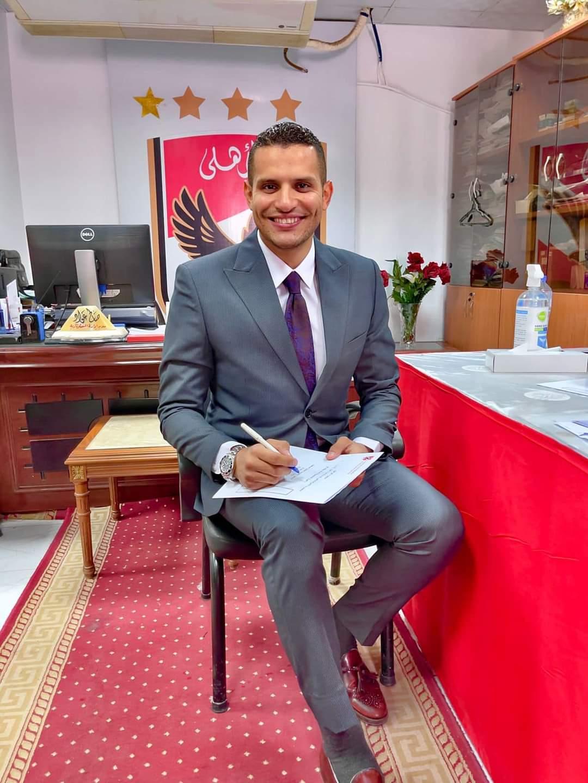 عمر ربيع ياسين يتقدم بأوراق ترشحه في انتخابات الأهلي