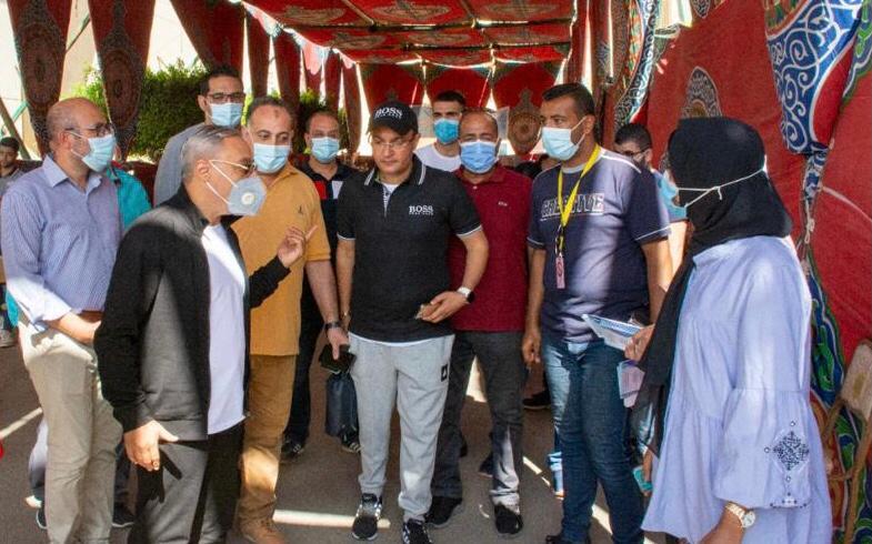 رئيس جامعة طنطا يتابع إجراءات توقيع الكشف الطبي للطلاب الجدد
